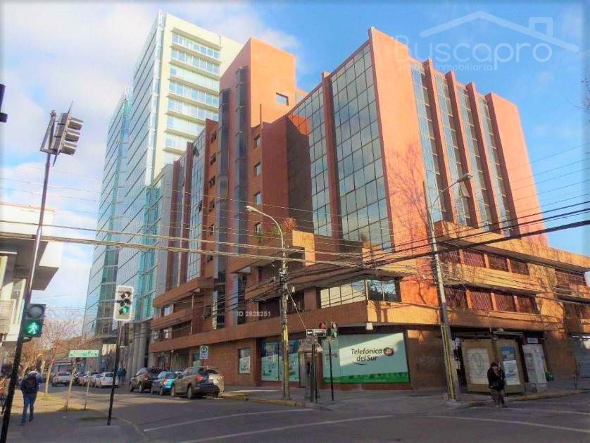 CENTRICA Oficina 115 m2, 3 privados con estacionamiento