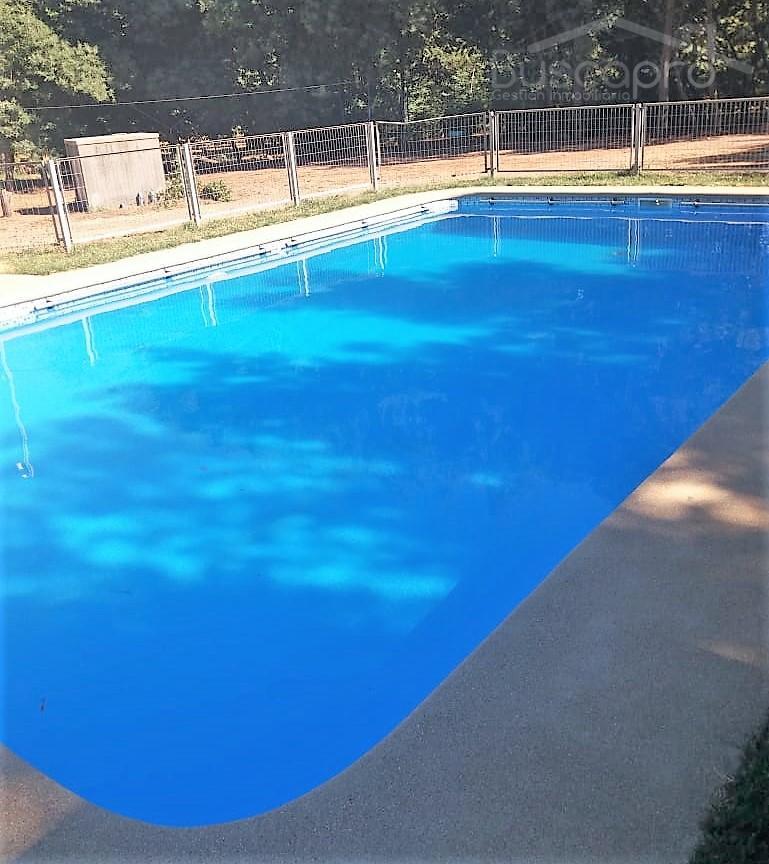 Parcela 11 mil m2 con casa y piscina en Quillon