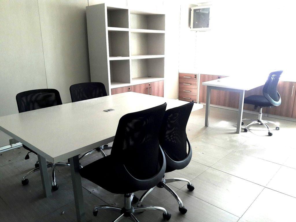 Centrica oficina amoblada, 105m2, Torre Ligure
