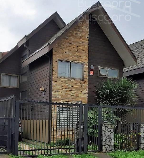 Amplia casa 3 pisos 3D 3B 2E con dependencia y quincho cerrado en Lomas S.S.